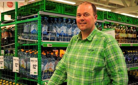 BEST: Butikksjef på Kiwi Fagernes, Kjetil Skaga, er fornøyd med at Kiwi fremdeles er best på alderskontroll i følge Juventes skjenkekontroll.