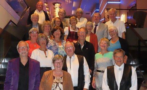 FEIRET I FREDRIKSTAD: Kjerringa med Staven feiret jubileum i Fredrikstad og fikk blant annet lov til å danse ved resepsjonen på hotellet.