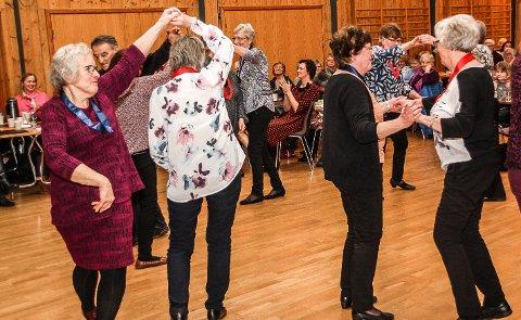 Folkehelse: Os seniordans er en av aktørene som bidrar til frivillighet og folkehelse. Slik aktivitet vil Os Arberiderparti tilgodese i nytt fond for folkehelseaktiviteter.Illustrasjonsfoto: Inge Morten Smedås