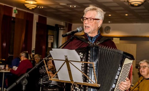 POPULÆR: Leif Magne Sandåker er en populær underholder med trekkspilltoner og sang.
