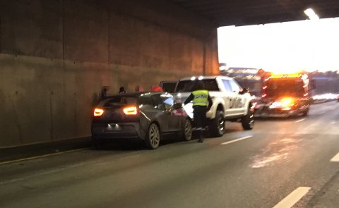 KRASJ: To biler var involvert i en kollisjon på Lysaker torsdag ettermiddag.