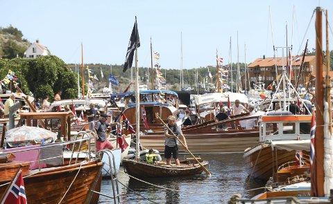 Nye trebåttider: Sparebanken Sør åpner lommeboka for flere trebåtfestivaler på Indre havn i Risør.foto: Stig Sandmo