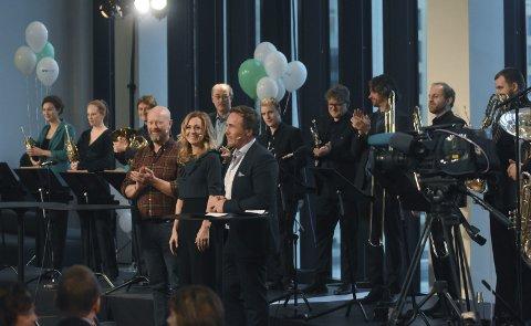 Programlederne: Geir Schau, Marte Stokstad og Michael Andreassen, fra henholdsvis Radio Norge, NRK og P4, ledet det direktesendte tv-showet fra Stormen bibliotek da overgangen fra FM til DAB ble markert.