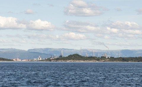 Miljødirektoratet har gitt Statoil Mongstad løyve til å øke utslippene til Fensfjorden for å slippe å sende forurenset vann til utlandet.