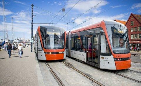 Slik? Dette er en montasje av utgangspunktet for en het debatt i Bergen, skal Bybanen gå langs Bryggen eller ikke?