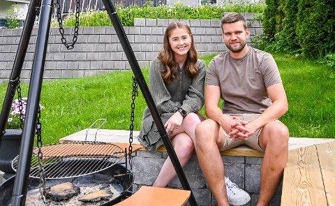 HYTTEFOND: Anna Rosenlund Skretteberg og Jone Engemoen Hansen tapte i finalen på årets Sommerhytta. Nå er det samlet inn 190.000 kroner til hyttedrømmen deres.