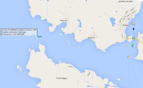 Her ser vi slepet komme inn i Vågsfjorden mot Måløy kl. 17.41
