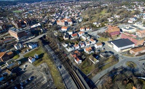 Nytt administrasjonsbygg for Viken her? Østfold skal beholde ansatte i administrasjonen i et bygg enten ved den nye jernbanestasjonen som skal bygges på Grønli (på bildet) eller i Sarpsborg. (Arkivfoto: Erik Hagen)