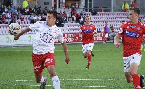 HANDS: Sanel Kapidzic reddet ett poeng på straffe.  Foto: Geir A. Carlsson