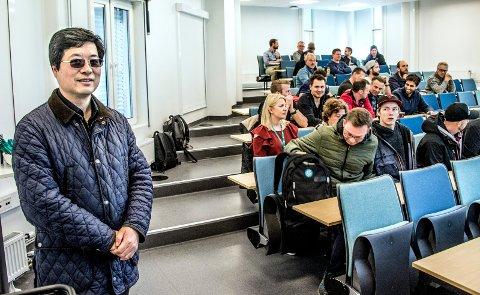 Eiendomsutvikler Kan Cao trenger fagfolk til Cicignon-prosjektet. Fredag fristet han Fagskole-studentene med at deres jobbsøknader ville bli prioritert.