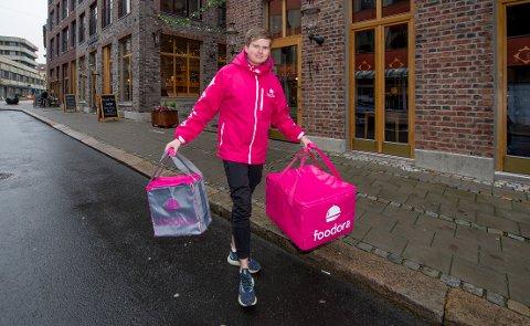 Marius Kristiansen (24) begynte å kjøre oppdrag i Fredrikstad for Foodora i oktober i fjor.