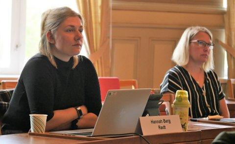 Rødts Hannah Berg (til venstre) og Senterpartiets Elin Tvete var ikke enige med Arbeiderpartiet og MDG om støtte til Blender. De var heller ikke enige med Ap og MDG om beløp i ytterligere en søknad om penger fra Smart- og næringsfondet.