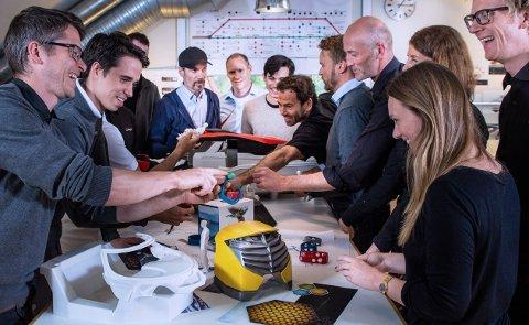 Ansatte i Eker Design skal få økt kompetanse for å hevde seg innen utviklingen av avansert medisinsk utstyr. Foto: Eker Design