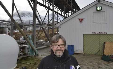 NESTE PROSJEKT: - Her blir vi å jobbe  med nothjellen og legge nytt kaidekke ut over sommeren, sier Birger Mikkelsen og innrømmer at han trives utrolig godt i dette miljøet. Foto: Harold Jenssen