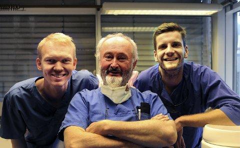 TANNLEGER: Magnus Børseth (fra venstre), Ulf Persson og Mats Berg Jenssen er tre av de fire tannlegene i Sentrumsgården. Foto: Roger Danielsen