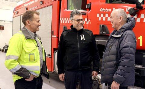 STOR DAG: Odd Bjørnar Sjåfjell, Arnt Livelten og Karstein Sandvik var åpenbart fornøyd da ny brannstasjon kunne åpnes i Ballangen.