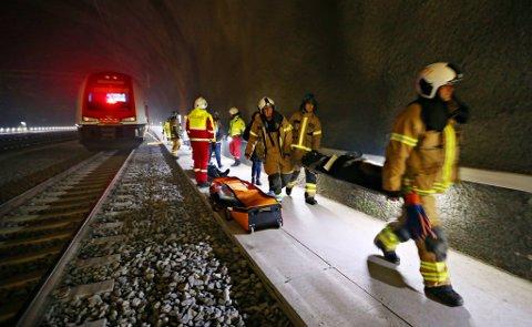 GJØRE EN JOBB: I en krisesituasjon må brannvesenet ha muligheten til å gjøre en innsats i tunnelen.