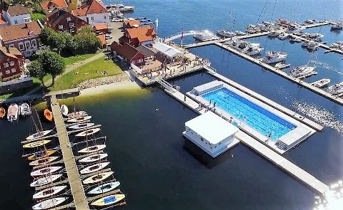 FØRST: Arendal var først ute med flytende svømmebasseng i havna. Nå kommer andre etter, også Horten.