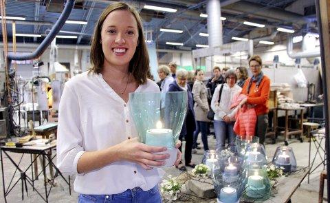 LYSENDE IDÉ: Thea Jegerud fra Skotterud er Magnor Glassverks nye designer. «Snu» er en lysende idé som forener to helt ulike materialer, formet som en lanterne av glass og betong. Den kommer på markedet til høsten. «Snu» er hennes oppgave etter det første året som masterstudent ved Arkitektur- og designhøgskolen i Oslo.BILDER: ANITA KROK