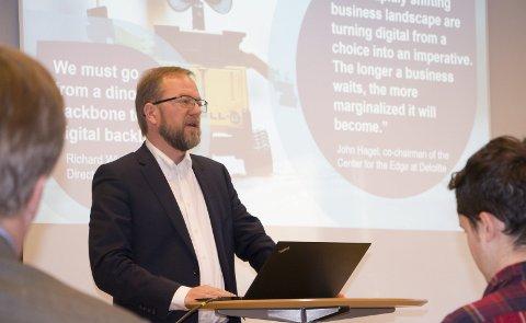POSITIV: Professor Bård Tronvoll ved Høyskolen i Innlandet er en av arkitektene bak det nye studietilbudet «Digital ledelse & Business Analytics», som etter planen skal ta inn de første studentene i Kongsvinger neste høst. FOTO: PER HÅKON PETTERSEN