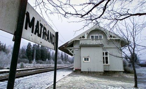 TOGSTOPP: Togene kan igjen komme til å stoppe på Matrand stasjon hvis de to jernbaneorganisasjonene i Norge og Sverige når fram med sine krav til myndighetene.FOTO: FREDE Y. ERIKSEN (ARKIV)