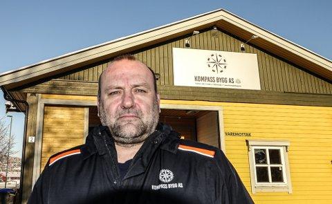 GÅR BRA: Erik Holtet har kjøpt nytt næringsbygg og flyttet inn med sine bedrifter.