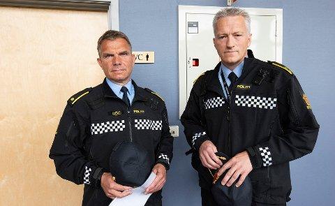 Trond Bjørge (t.v) og Svein Morten Laingen var de første politibetjentene som kom til åstedet 31. oktober i fjor. Onsdag vitnet de i Nord-Gubrandsdal tingrett.