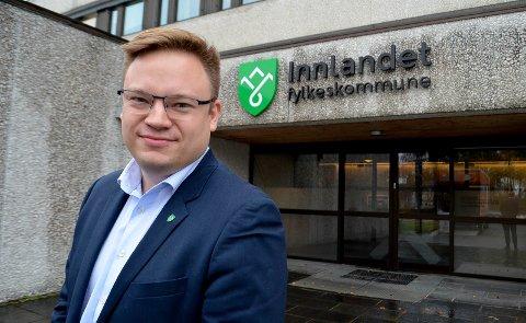 SIER NEI: Fylkesordfører Even Aleksander Hagen (Ap) mener det blir feil å oppløse Innlandet fylkeskommune.