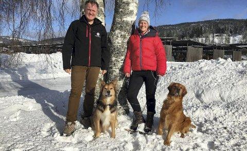SØNDAG: Johnny Gangsø og Karianne Johansson inviterer folk til BRovoll førstkommende søndag. Foto: Roar Enstrøm.