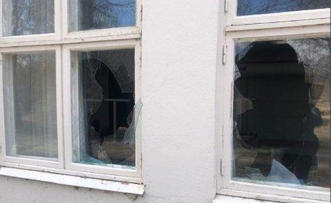 HÆRVERK: Nå er Gran kommune varslet om mer hærverk på den tidligere barneskolen i Brandbu.