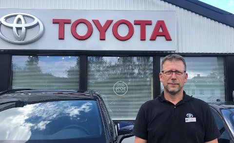 Fra verksted til selger: Rune Tangen var lærling på Toyota Hadeland i 1992, nå er han tilbake som selger.
