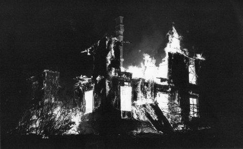 Ildhav: Trelastgrosserer Stangs villa på Stangeløkka forsvant i et ildhav på morgenen 13. november for 30 år siden.Foto: Tom R. Andreassen