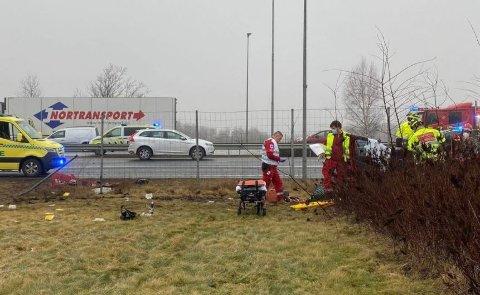 KOLLISJON: En bil med en mann og en kvinne, braste inn i en annen bil bakfra på E6 ved Inspiria. I bilen som ble påkjørt satt en kvinne. Den mannlige sjåføren ble ikke skadd. Dessverre er ikke det samme tilfellet for de to kvinnene.