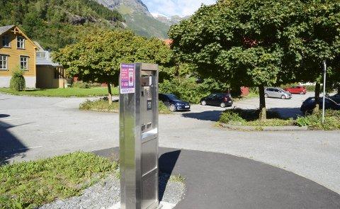 Kort levetid: Parkeringsautomatene i Odda var kun operative i litt over seks måneder. I Ullensvang formannskap ble det torsdag diskusjon om hvordan man fortsatt kan håndheve parkeringsreglene, selv om både avgiften og Odda Parkering er avviklet. Arkivfoto: Ernst Olsen