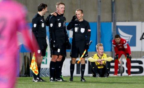 RYKKER NED: Starts Simon Andreas Larsen fortviler etter kampslutt.