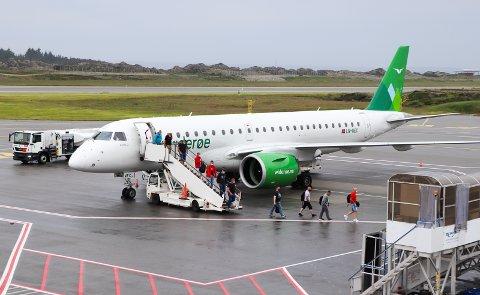 FØRSTE FLY: Dette var det første utenlandsflyet som landet på Helganes på lang tid den 17. juni. For Malaga-ruten har det blitt ny utsettelse.