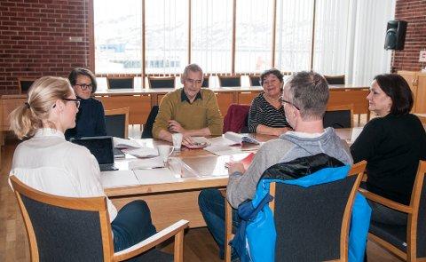 ÅPENT: Klagenemnda hadde sitt første åpne møte på det som skal være minst ti år, fredag. Klagenemnda består av: Knut Jørgensen (Ap), Liv Lorentzen (Ap), Bjørn D. Johansen (Ap), Sverre Gjørvad (SV), Nataliya Goldobina (Krf).  Cathrine Leistad og Linda Karlstad er saksbehandlere i nemnda. Bjørn Johansen var ikke tilstede på fredagens møte.