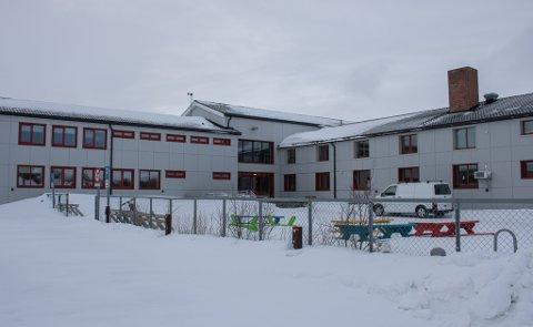 KARANTENE: 22 elever og 6 lærere ved Lakselv Ungdomsskole, er satt i karantene etter at det ble oppdaget smitte i nær tilknytning til en elev.