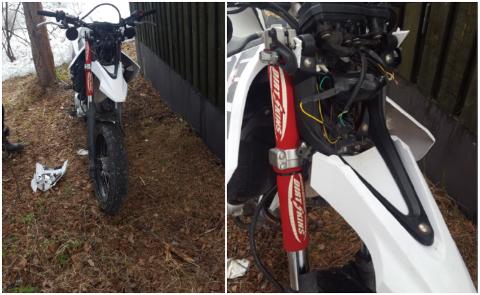 RAMPONERT: Jakob Adriansen (18) opplevde natt til tirsdag å få sin høyt verdsatte Yamaha wr125x stjålet fra oppkjørselen i Blåbærveien i Alta. Når han fant den igjen, var den nesten ikke til å kjenne igjen. Foto: Privat