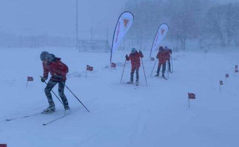 FEM MIL MED NESTEN NULL SIKT: Bernard Hemro-Sunde (14), Nikolai Støp (13), Petter Hjulstad Aarøe (13), Sivert Løvås Valstad (13) gikk fem mil på ski lørdag. Totalt gikk de nesten ti mil hver under 24-timersrennet.