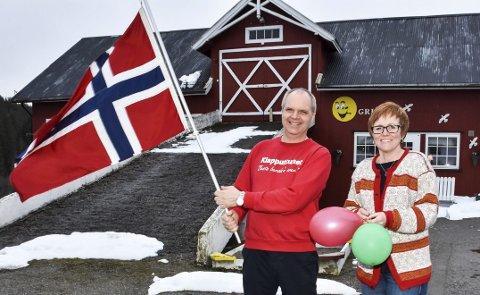 JUBILEUM: Klapputtunet feirer 10 år, og Ola Foss Vold og Ann-Elise Midtun har hatt 10.000 barn og unge innom i denne perioden. – Det er hektisk i perioder, men vi har aldri angret på at vi startet med dette, er ekteparet enige om.Begge foto: Øyvind Henningsen