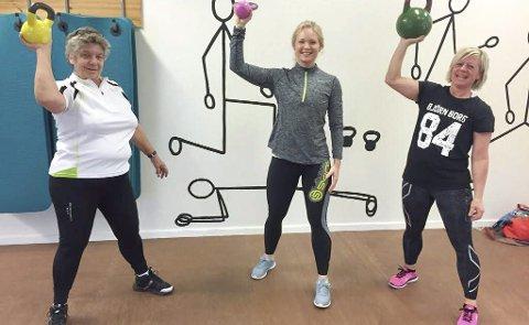 KOM I FORM: Janna Glomstad (t.v.) og Stine Holtet (t.h.) kom i form på Malin Basnes-Svendsens Kom i form-kurs i Søndrehallen.