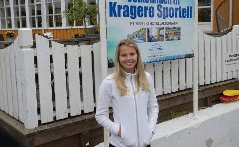 Fullt belegg: Resepsjonist Veslemøy Sigstad Jørgensen kan bekrefte stor trafikk på Kragerø sportell i sommer.
