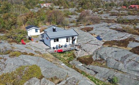 VIL RIVE: De nye eierne ønsker å fjerne både hytta og annekset som i dag står på fritidseiendommen.