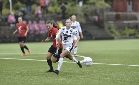 Kristine Lygre (i hvitt) er nok en gang nominert til prisen som årets spiller. Denne gangen i 2. divisjon. I fjor var hun nominert som beste spiller i 3. divisjon, men tapte den til lagvenninnen Sanne Lekven. I år kan en annen lagvenninne, Synne Bjørnebøle, snappe prisen.