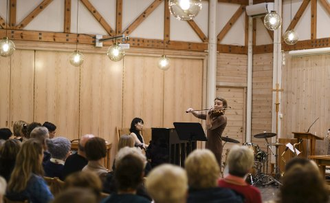 SAMSPelT DUO: Yuko Shuto på piano og Silje Haugan på fiolin spelte Tor Aulin sin Idyll og Humorsque samspelt og vakkert for publikum.