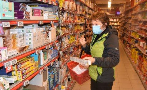OPPFORDRING: Ordfører Kari Anne Sand bruker selv munnbind når hun er på butikken og oppfordrer andre til å gjøre det samme.