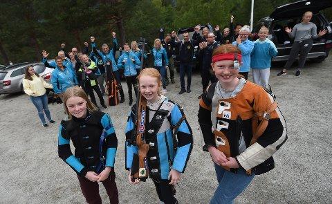 JUBLER FOR JENTENE: Sunniva Edvardsen Smestad (i midten) vant rekruttklassen i samlagsmesterskapet foran Åsne Kjeldsberg Lund (t.h.) og Elisabeth Havik Johnsen. ALLE FOTO: OLE JOHN HOSTVEDT