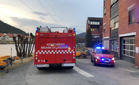 Det brant i en bygning rett ved Industritunet ved Lågen. Brannen ble raskt slukket.