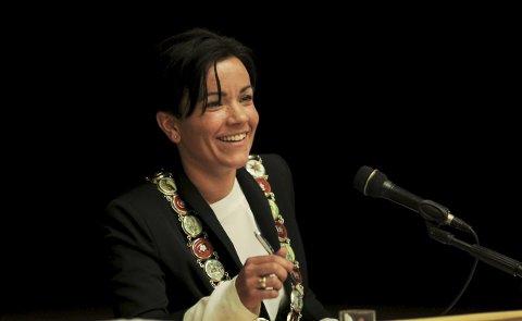 På plass: Ordfører Gunn Cecilie Ringdal tok møteledelsen med både et smil og naturlig autoritet under sin debut tirsdag.